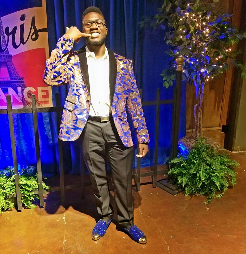 Customler-Gallery-Royal-Blue-And-Gold-Tuxedo-from-Gentlemansguru.com