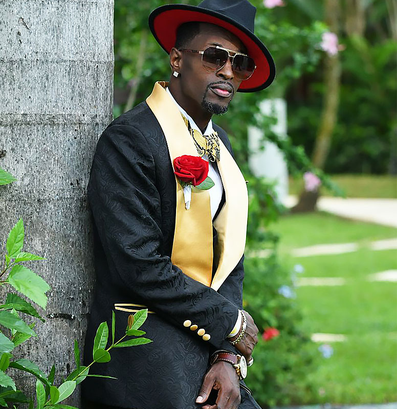 Customer-Gallery-Black-Gold-Wedding-Tuxedo-Grooms-Suit-from-Gentlemansguru.com